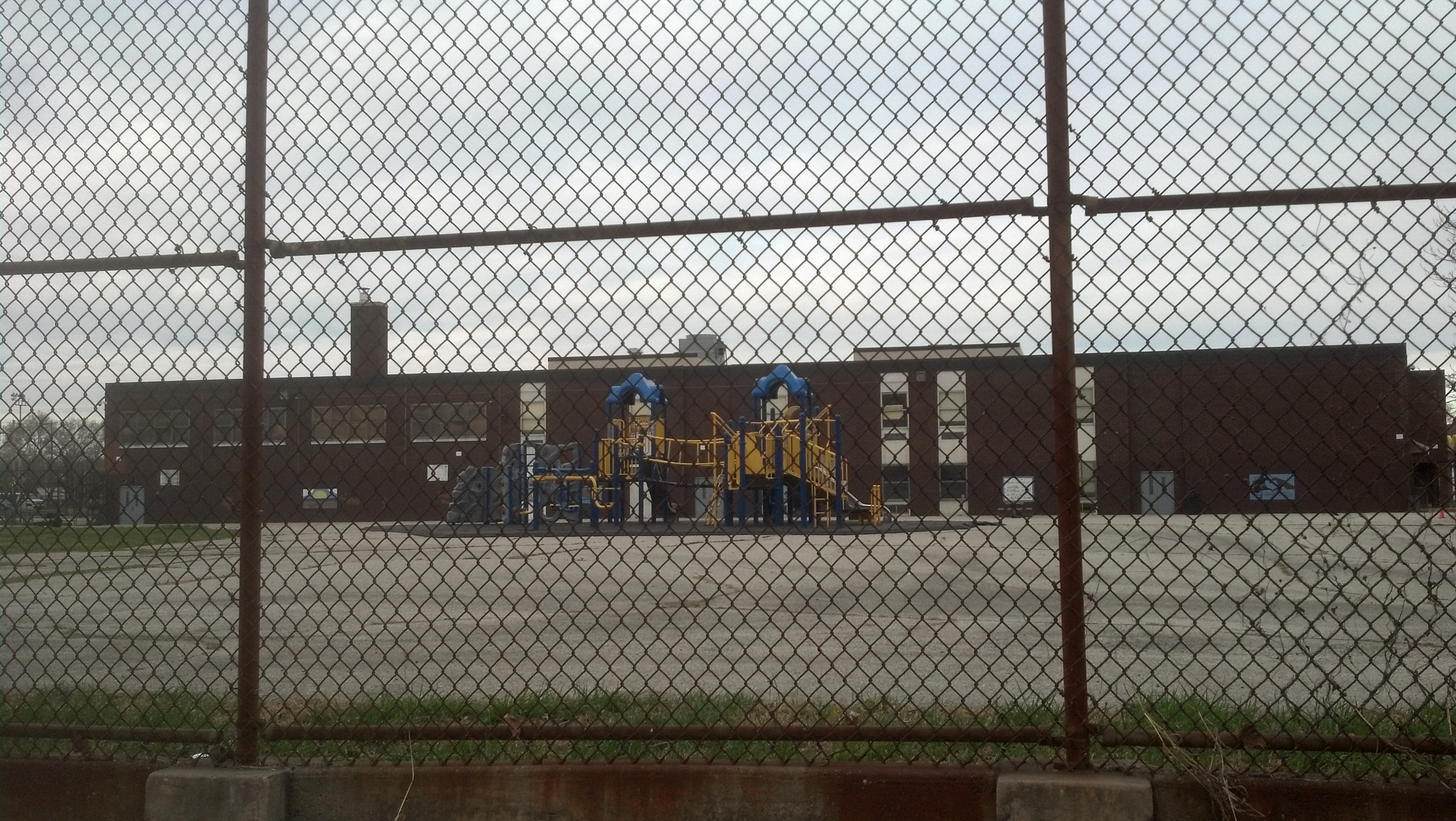 Closed-Off School Playground in Philidelphia (Michael Froehlich, zoraplays.com)